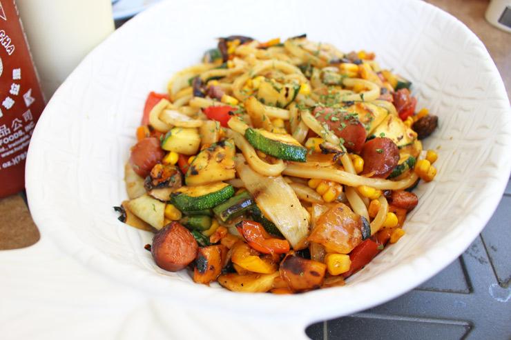 余った野菜で作ってくれる焼きうどん($10)