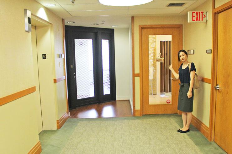 エレベーターを降りて左側がドクタ・ボディのサロンです。