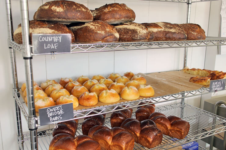 良質の素材のみを使用してていねいに焼き上げられているパン