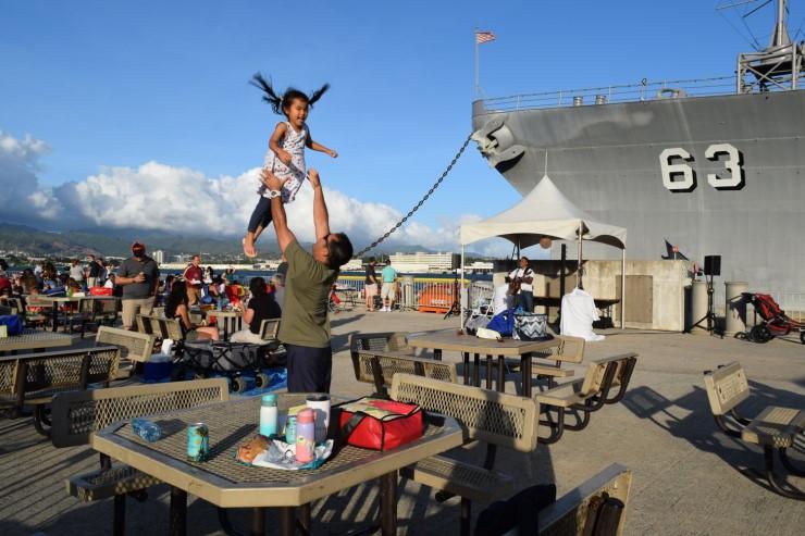 記念切手や埠頭ピクニックで戦艦ミズーリを楽しもう