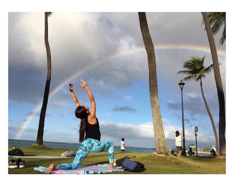 ハワイならではのビーチヨガ!