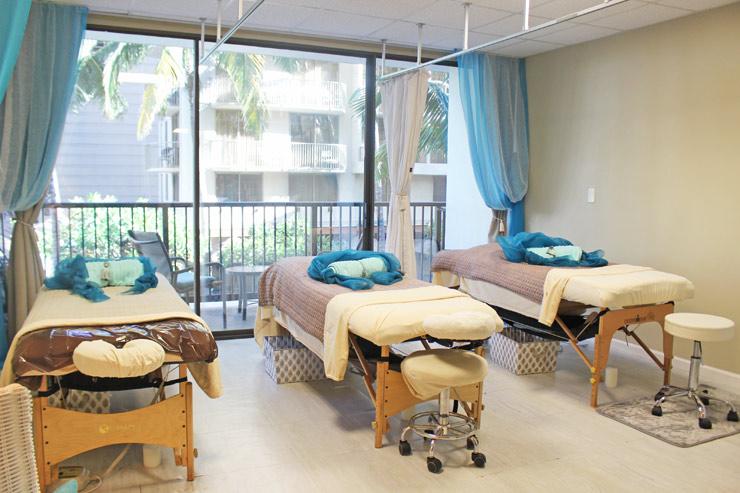 アロハセラピーはベッドが3台もあるので友達、親子、恋人同士でも施術が受けられます