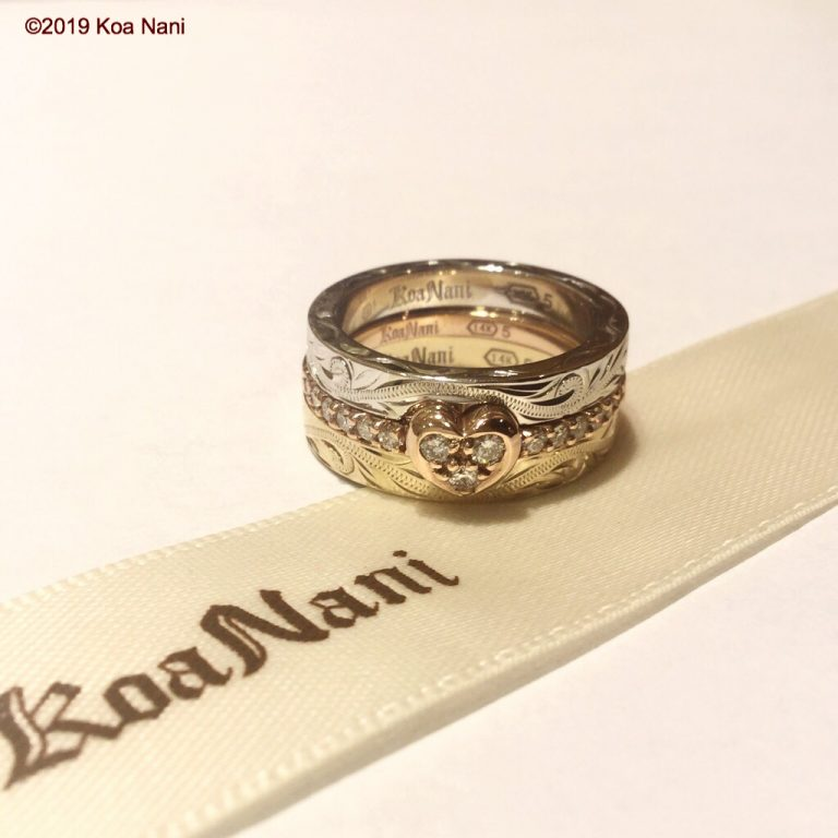 3本が重なるゴールドダイアモンドリング