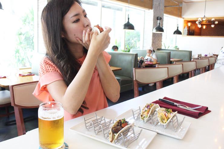 ファイヤーグリルのハッピーアワーで食べられるショートリブタコス
