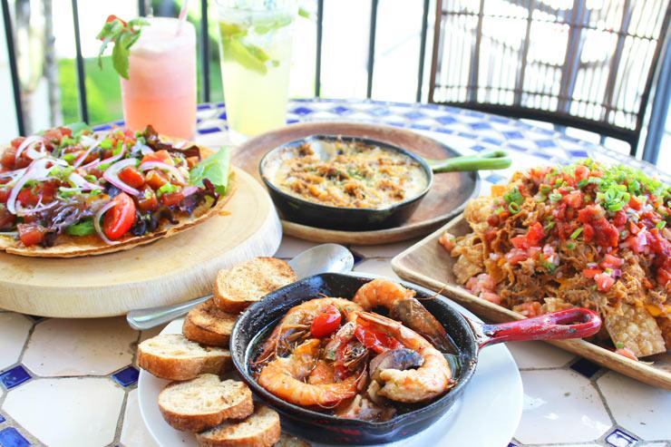 ワイキキの穴場店で食べる大人気ハワイアンメニュー
