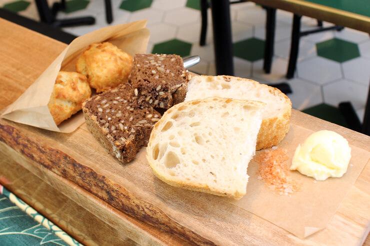 メリマンズの自家製パンの盛り合わせ