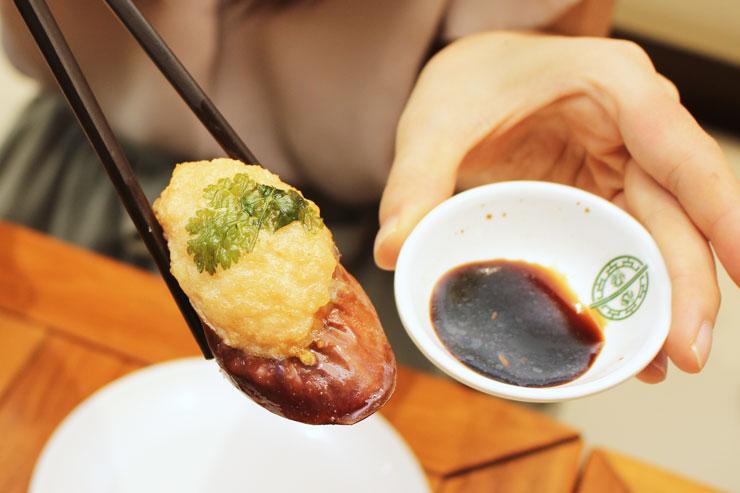 「茄子の海老団子揚げ」:茄子は口の中でとろけるくらいやわらかく、あっさりした味わいなので、上に乗った海老の甘みが引き立ちます。