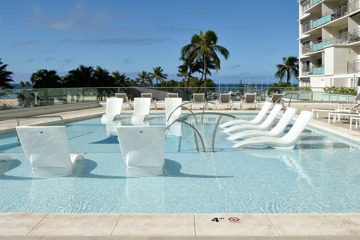 足を温水につけてリラックスできるプール(2階)