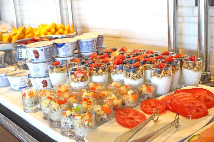 華やかなヨーグルト&フルーツ
