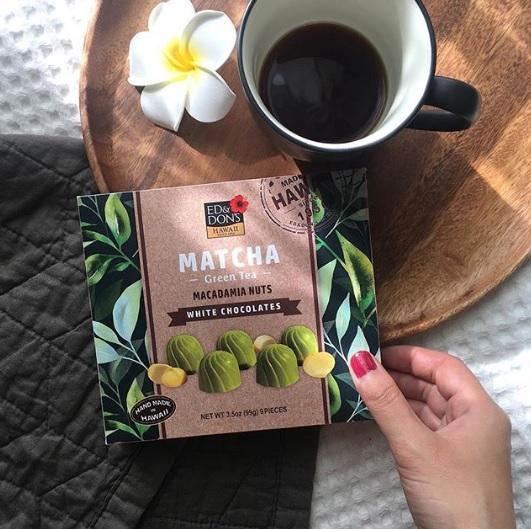 年配の方へのお土産にも最適な抹茶チョコxマカデミアナッツ!