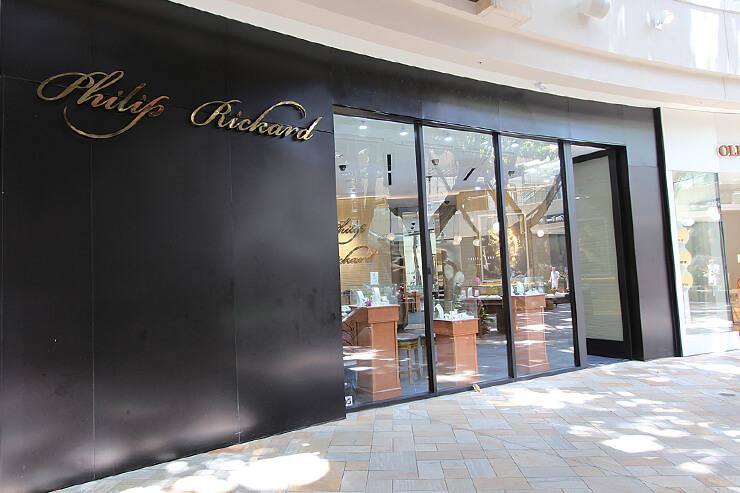 場所はワイキキのインターナショナル マーケットプレイス1階。カラカウア大通りから入って左手前