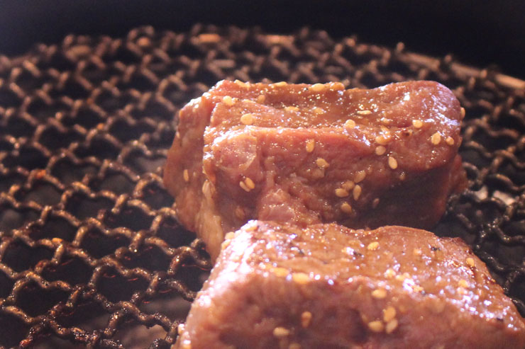 大阪焼肉ホルモンふたごの特製厚切りヒレ