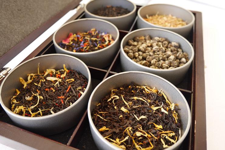 紅茶は、マンゴーやパパイヤ、ココナッツなど南国らしい6種類のフレーバーを用意