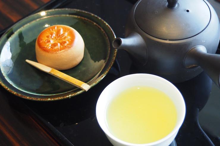 月替りの和菓子とお茶