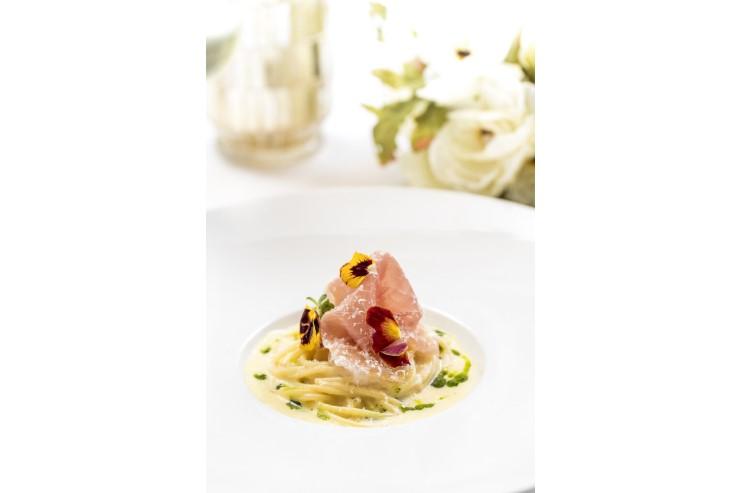 【パスタ】イタリア サンダニエーレ産の生ハムとチーズソースのスパゲティ