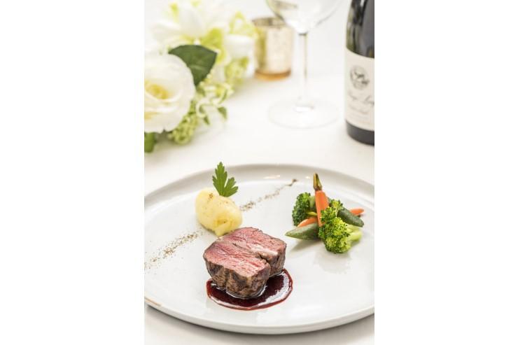 【アントレ】アンガス牛 最高級フィレ肉  マッシュポテト トリュフ赤ワインソース