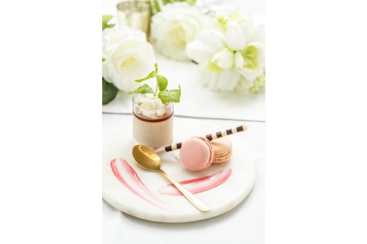 【デザート】 ほうじ茶のパンナコッタとマカロン オレンジとグランマニエの香り