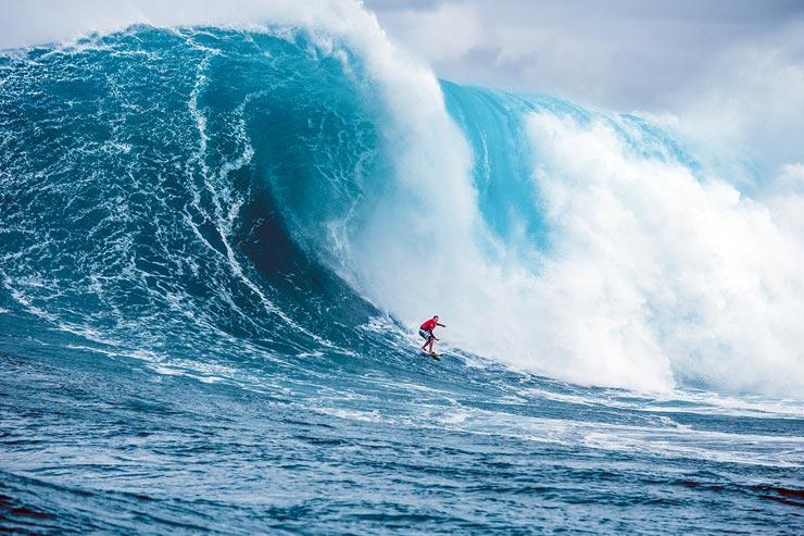 ユーリさんは2016年のサーフィンコンテストで太平洋最大と記録された大波を乗りこなし見事優勝