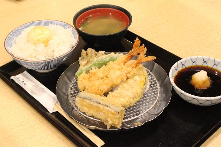 丼のほか、天ぷらめし($11.98) もありますよ。