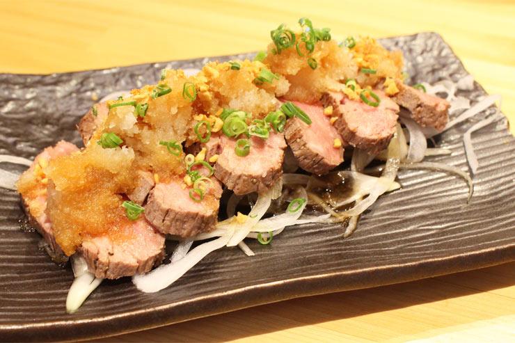 さっぱりポン酢の効いた牛ヒレ肉のたたき($17.95)