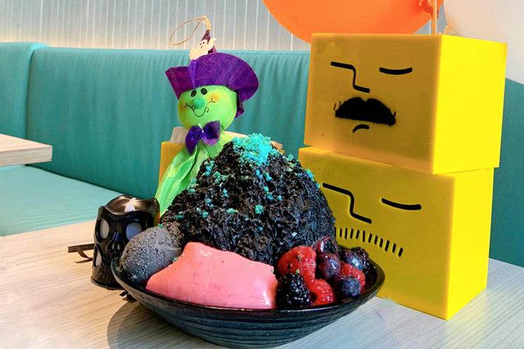 ハロウィン限定! アイスモンスターの黒ゴマかき氷