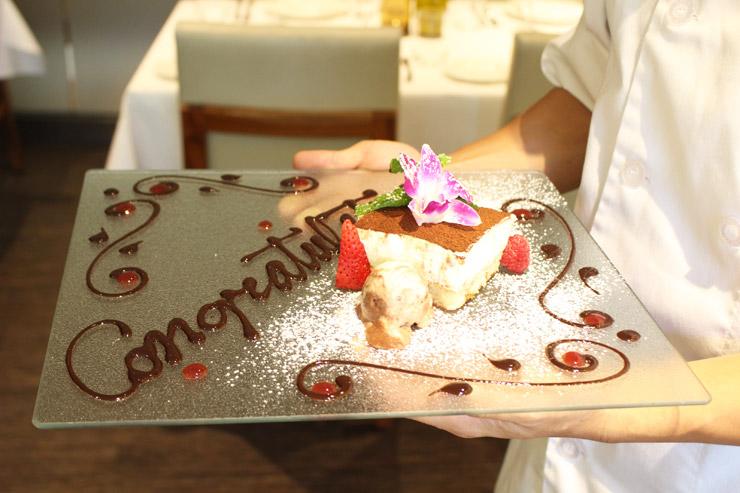タオルミーナのコース料理、スペシャルなデザートプレートは無料