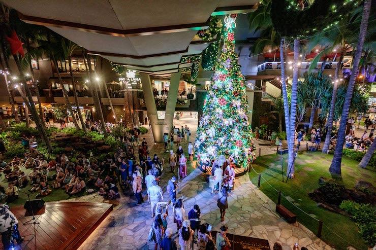 ロイヤル・ハワイアン・センターのクリスマスツリー