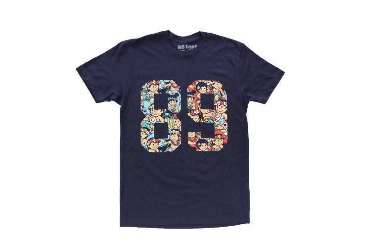 Tシャツの前には「89」