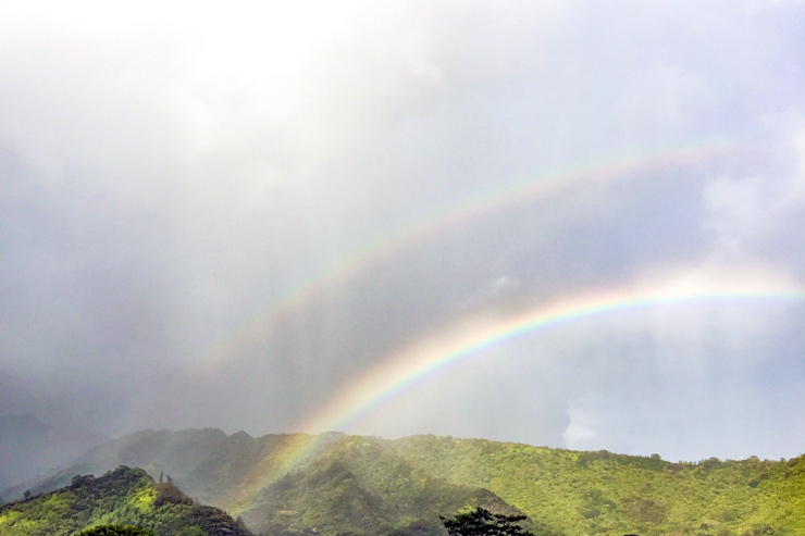 伝説と現実が交錯する虹の谷…オアフ島アカアカ編