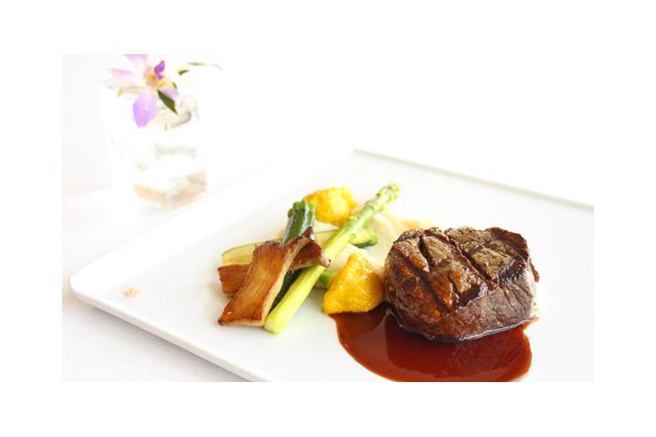 ハワイのフィフティスリーバイザシーのステーキ