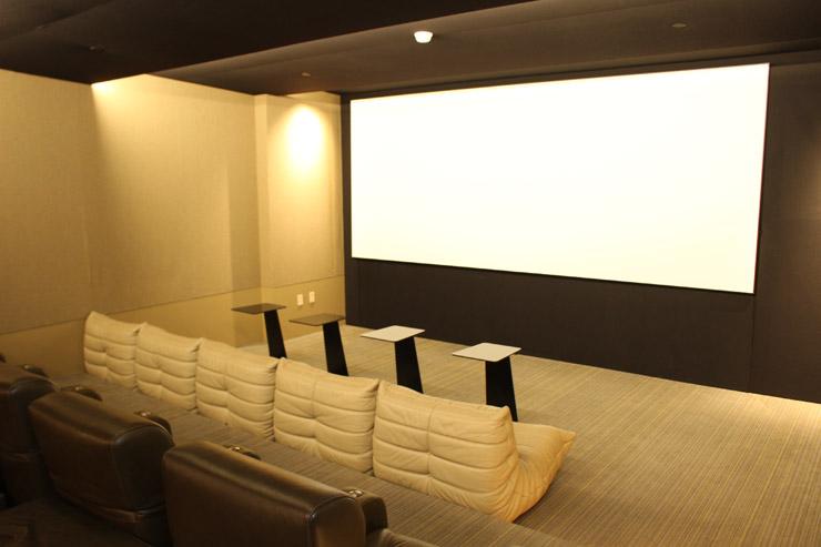 ハワイのパークレーンでは映画鑑賞のできるスクリーンルーム