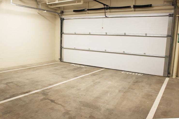 ハワイのパークレーンはキッチン裏からアクセスできる専用ガレージつき