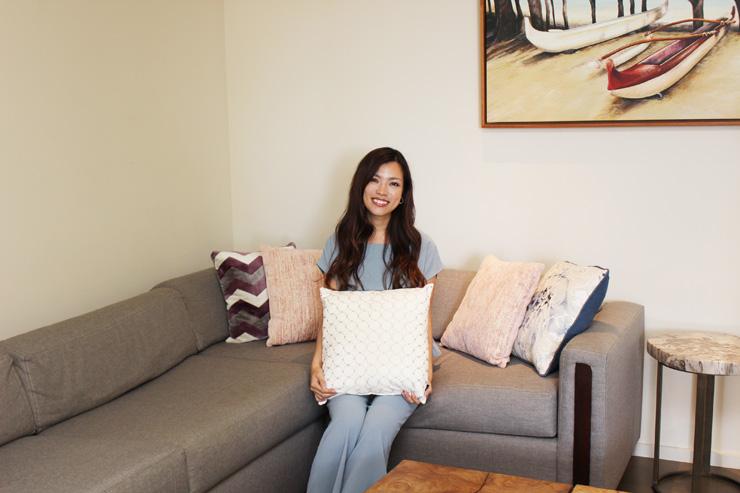 ハワイのパークレーン-リビングは諏訪あり心地の良いソファと大画面TV