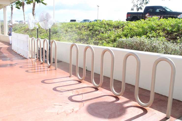 ハワイの電車 駅の自転車スタンド