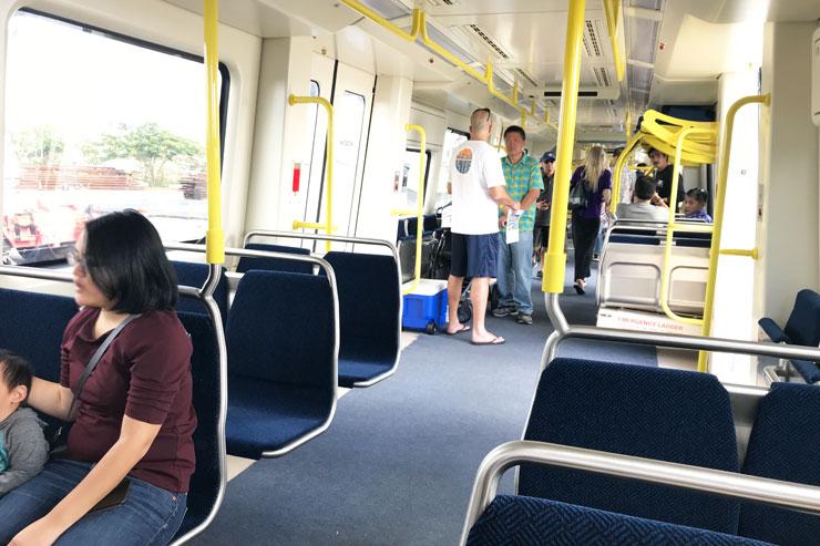 ハワイの電車 内部