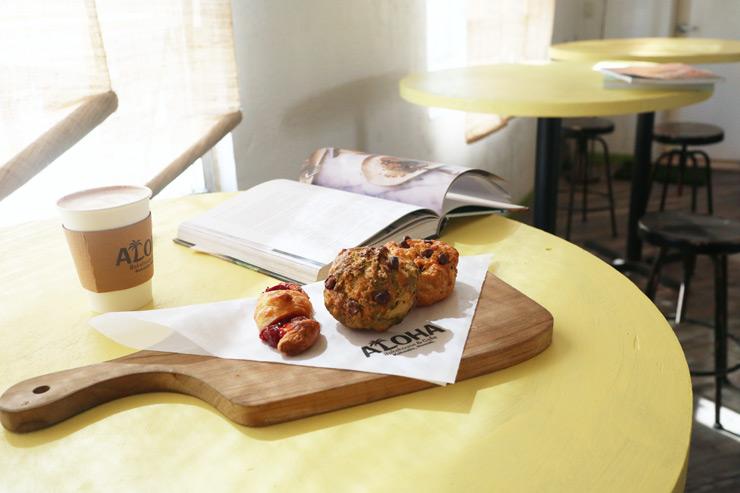 ハワイのアロハ・ベイクハウス&カフェのスコーンとカフェラテ