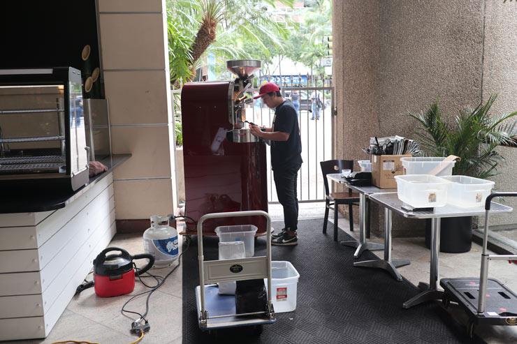 ハワイのダウンタウン・コーヒーの焙煎マシーン