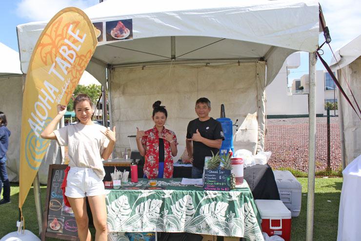 「アロハテーブル・ワイキキ」のブースでは、今年もシェイブアイスを販売。総料理長、圭吾さん(写真右)の姿もありました!