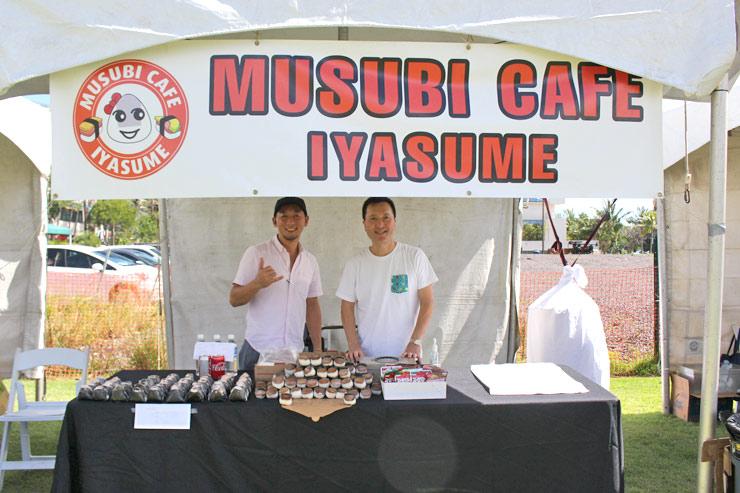 人気のおむすび専門店、「いやす夢」さんのブースも盛況! 梅や鮭のほか、私が大好きなスパムむすびもありました。