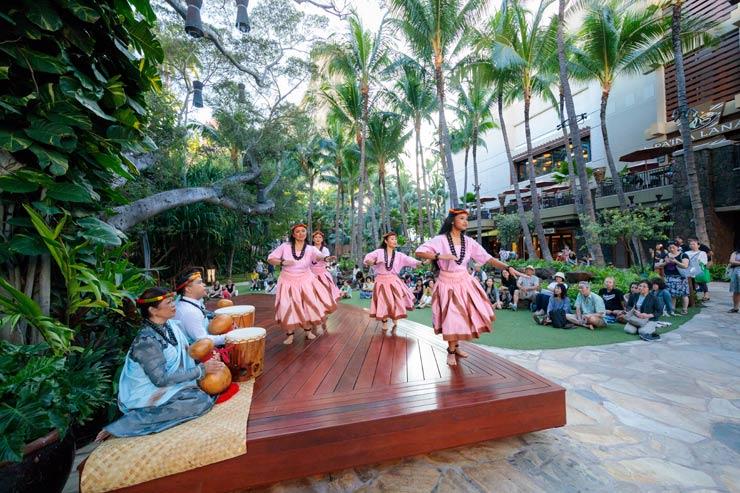 ハワイ伝統のフラ・カヒコをワイキキ中心で無料鑑賞!