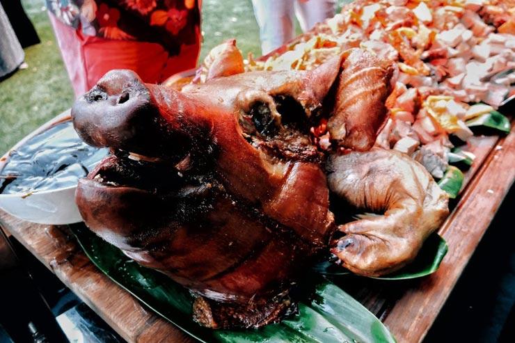テンション上がらすにはいられない、豚の丸焼き!