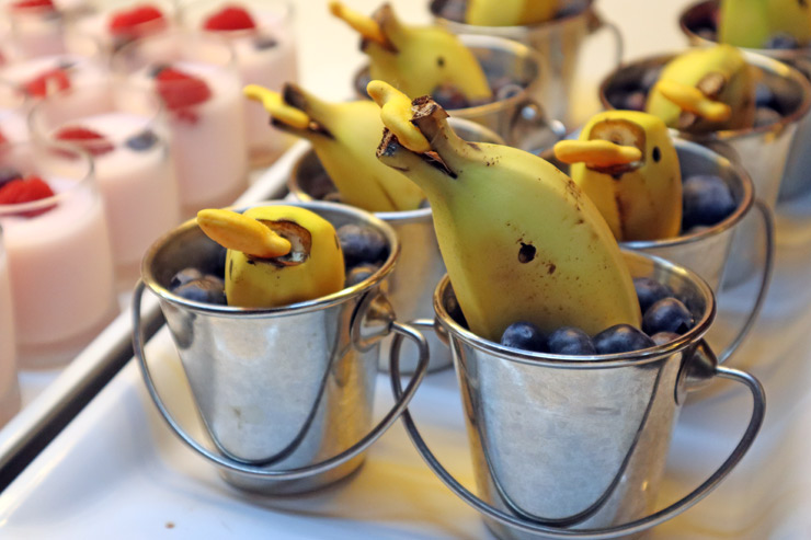 バナナはイルカの形でとっても可愛い