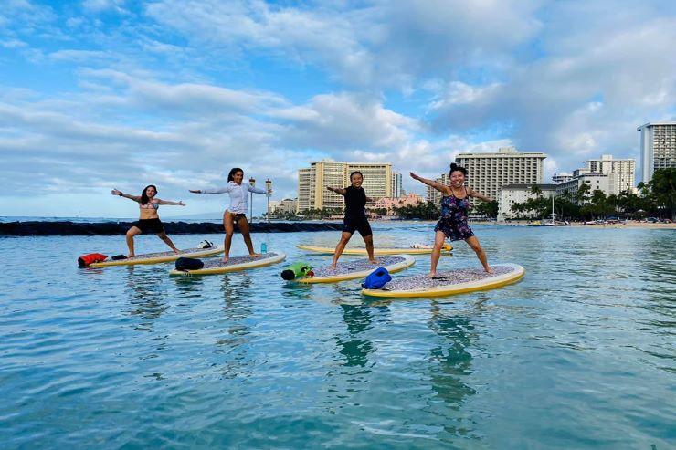 水の上で行う「SUPヨガ」で体幹を鍛えよう!