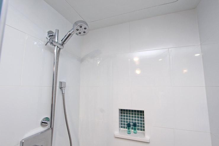 シャワーヘッドは可動式