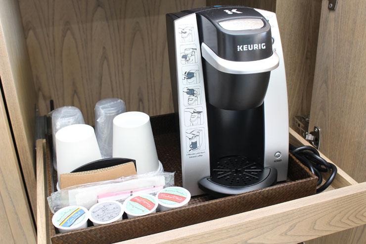 キューリグ完備で毎日美味しいコーヒーが飲める。