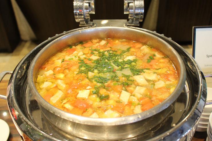 サーモン・トマト・オニオン・スープ