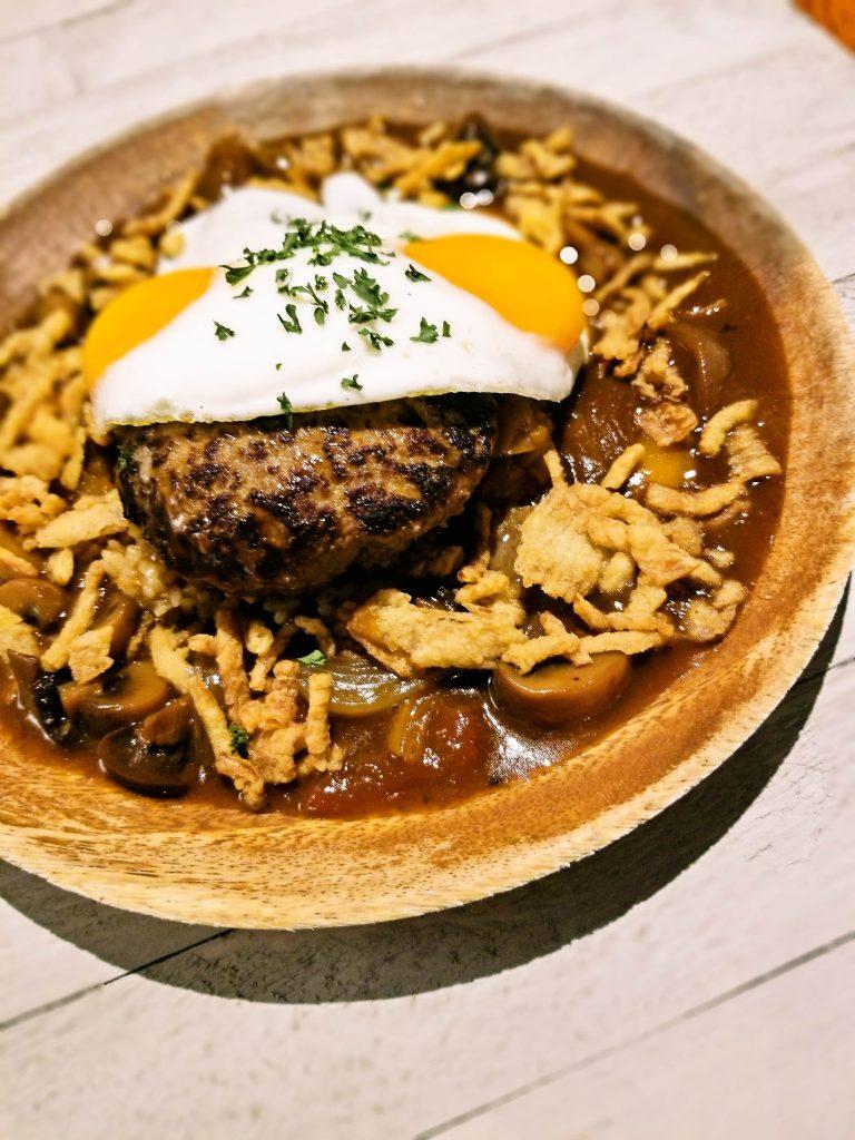 オアフ島で一番美味しい噂の ロコモコはジーニアスラウンジ