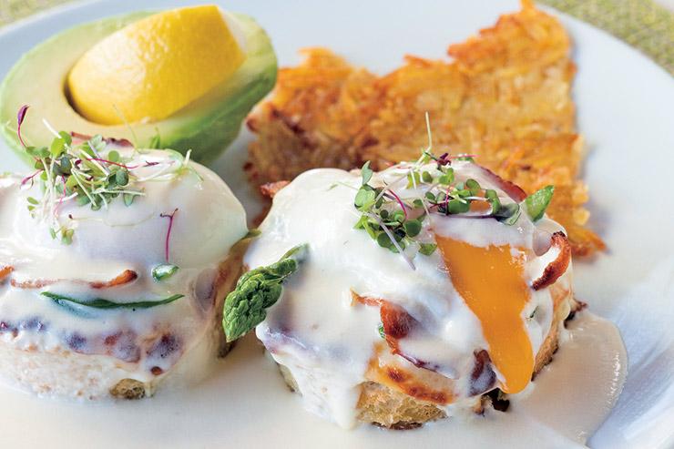 イタリアン・エッグベネディクト$14.95/地元産の卵とアルフレッドソースがフォカッチャとマッチ