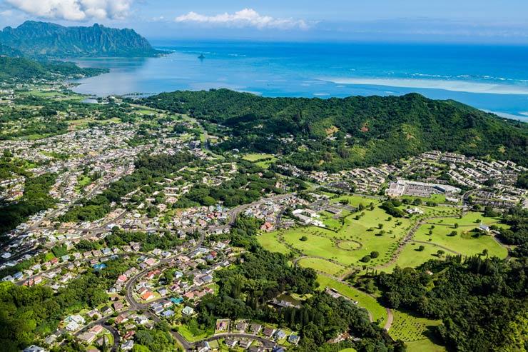 カネオヘ湾が望めるハワイ最大級の霊園