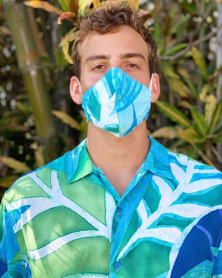 アロハシャツやマスクをオンライン販売中!